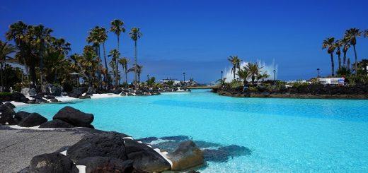 Kanária bazén s morkou vodou