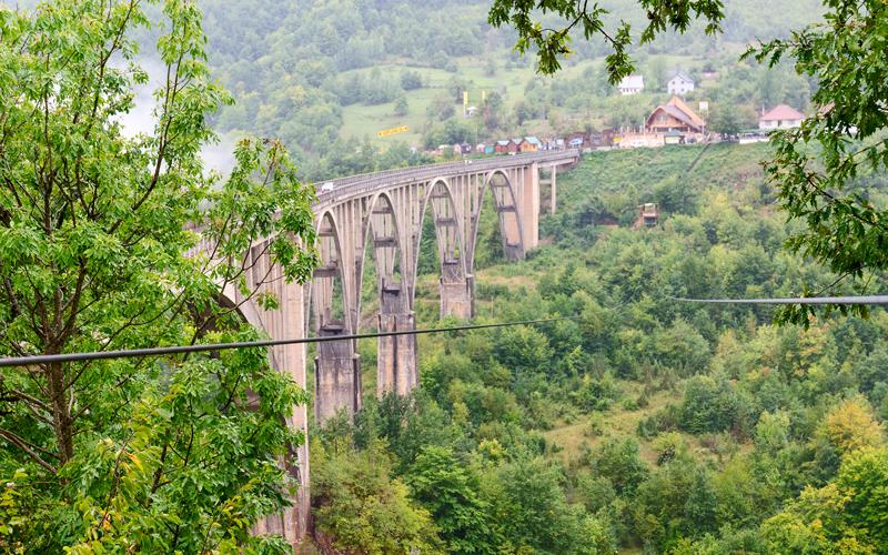 Most nad riekou Tara