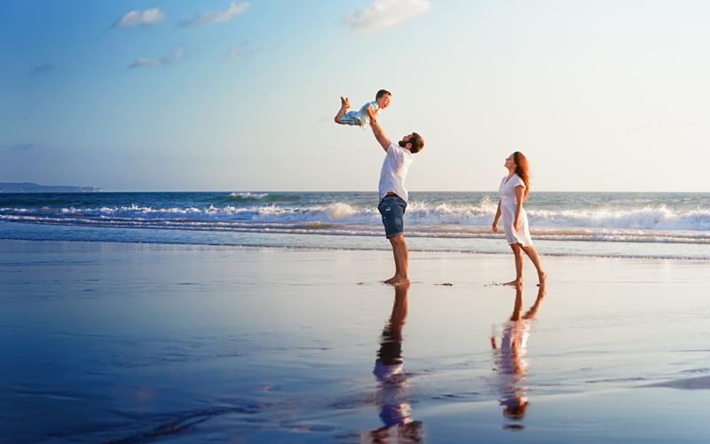 Šťastná rodina na dovolenke