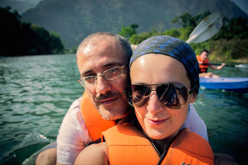 Ivana a Gianni kayaking na Laose