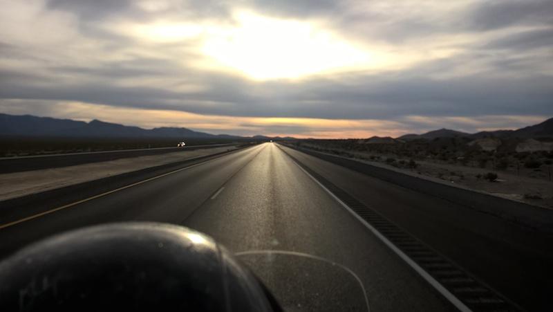 Jazda na motorke cez nevadskú púšť