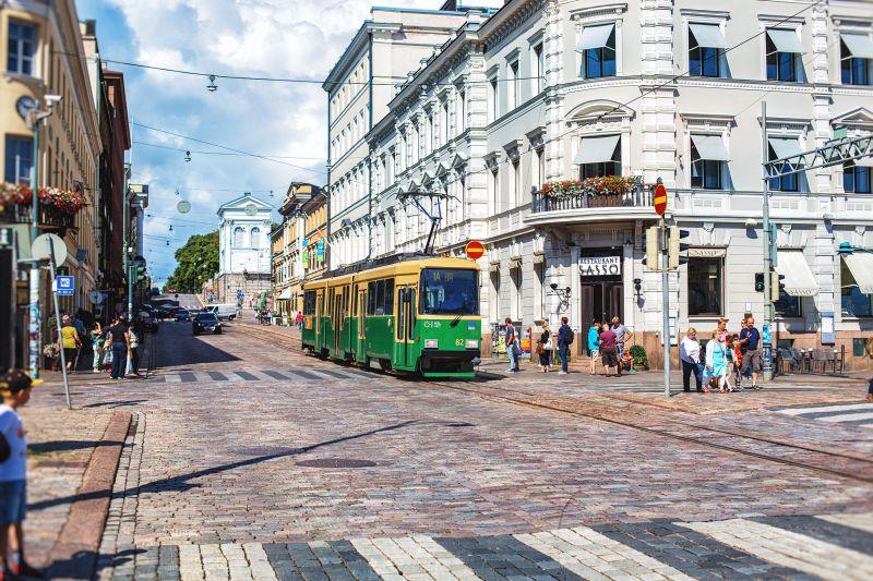 Zelená električka v centre Helsiniek