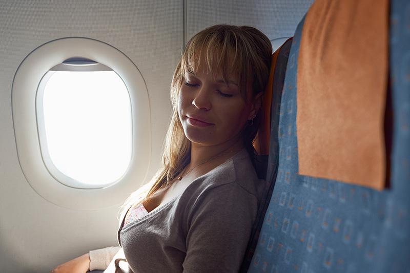 Spánok v lietadle