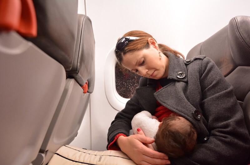 Dojčenie lietadlo bábätko