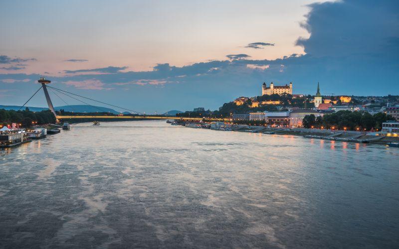 Bratislavský hrad a Ufo reštaurácia